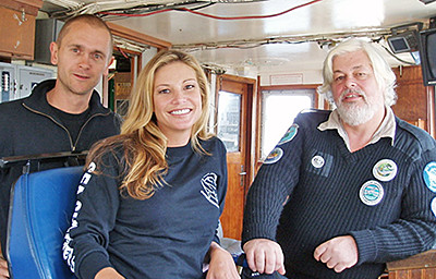 Captains Cornelissen and Watson meet with Australian celebrity and whale watch advocate Mimi McPherson.